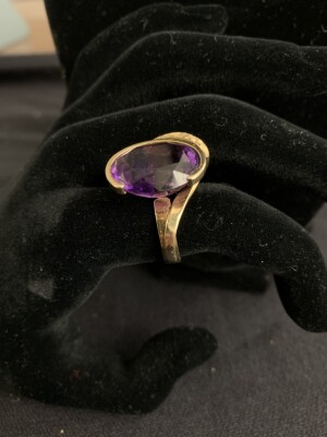 14K Yellow Gold Handmade Ring w/ Oval Amethyst - Florentine and hi-polish finish - Size 6