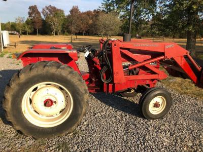 International 684 Approx. Early 80's with Case International 2250 Front End Loader/Hay Spear - PTO 62 hp - Engine 69hp Diesel - Single Hydraulic Valve