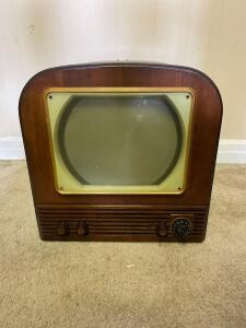 Antique 1949 Philco Television (Powers on)- 19in. T x 18in. W x 18in. D