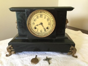 Antique New Haven Clock Co. mantle clock - key wind - chime
