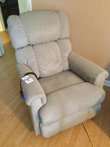 LazyBoy - Pinnacle Rower Recliner (remote recline & leg lift)