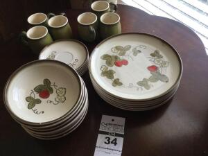 "Vintage Metlox -Vintage Poppytrail Dinnerware ""California Strawberry"": 6 dinner plates, 7 bowls, 6 mugs/cups & 6 saucers"