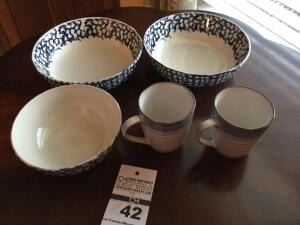 Variety of pieces of stoneware  - 3 bowls & 2 mugs