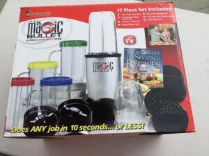 Magic Bullet - High speed Blender/Mixer system ( in box with recipe book)