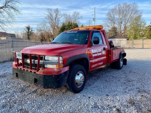 2002 Chevrolet Silverado K3500 Wrecker 8.1L V8 - 4X4 - Manual Transmission - Gasoline - Odometer Reads 102,627