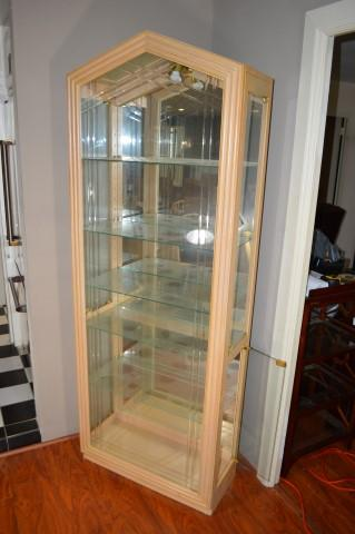 Lot 36 Of 441 Display Cabinet Blonde Wooden Frame Glass Shelves Mirror Back Lighted 2 Doors On Each End 80H 30W 135D