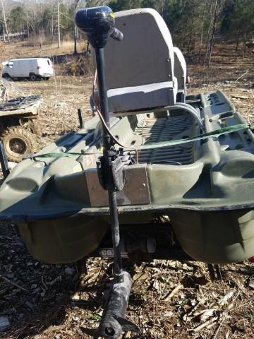 Pelican Bass Raider Boat 10e Dlx Trailer Boat Has Seats And A