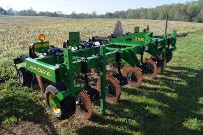 John Deere 2100 5 shank inline ripper. Bought new. Used two seasons on less than 100 acres