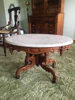 Small oval marble table 22x29x18 Victorian